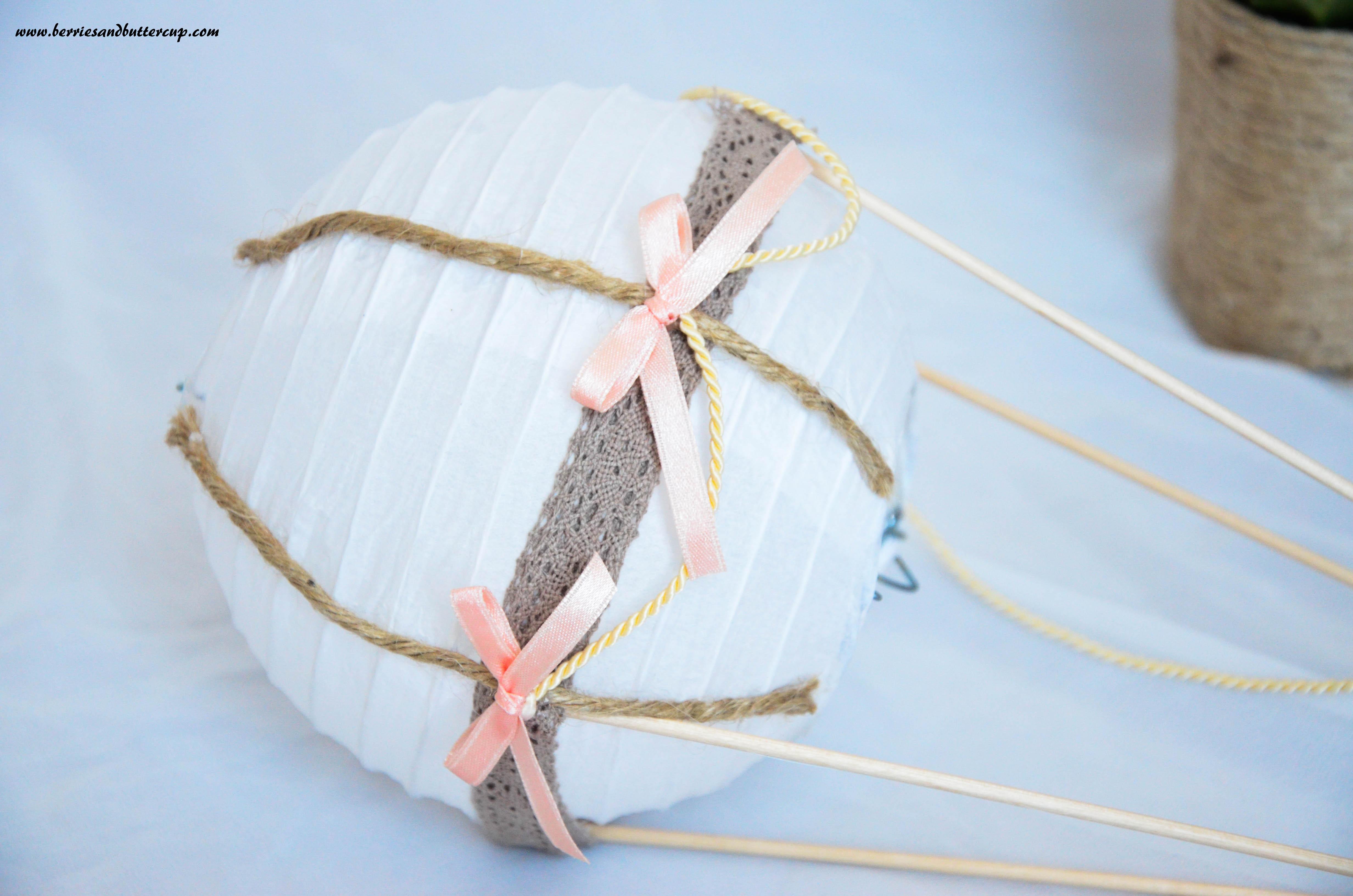 schritt-für-schritt anleitung heißluftballon deko taufe-17